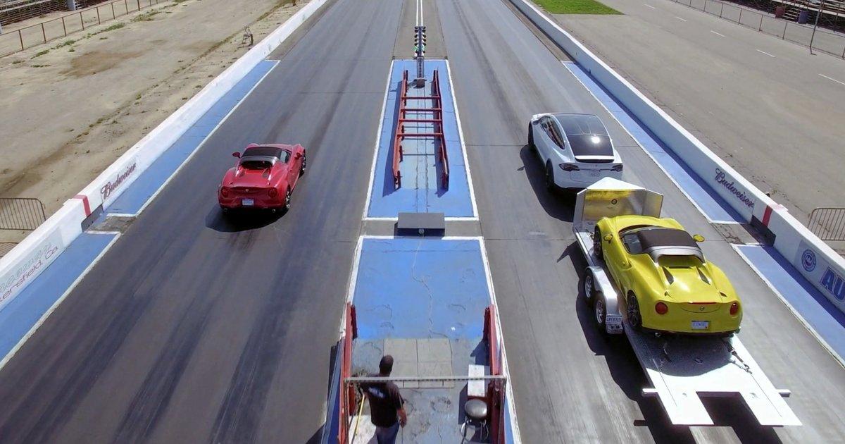 Alfa Romeo 4c >> Tesla Model X Beats Alfa Romeo 4C in Drag Race While Towing One - Thrillist