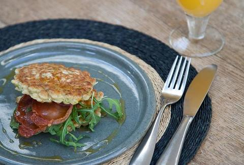 sweetcorn, jalapeno and coriander fritters with bacon and maple syrup