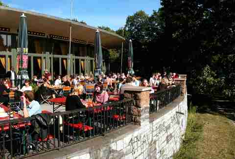 Nola's am Weinberg patio