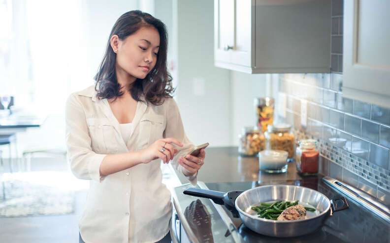 woman cooking with SmartyPans