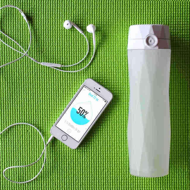 hidrate spark water bottle with smartphone