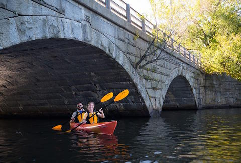 things to do when someone visits boston Charles River Canoe & Kayak