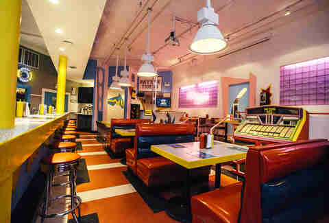 the max saved by the bell restaurant opens in chicago thrillist. Black Bedroom Furniture Sets. Home Design Ideas