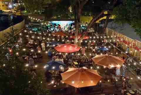 The patio at Scholz Garten