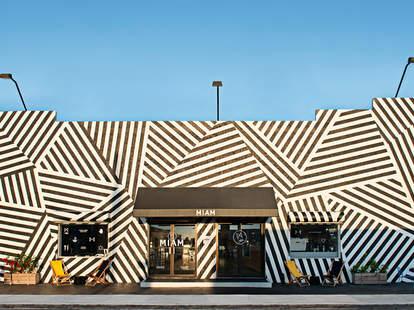 The exterior of Miam Cafe