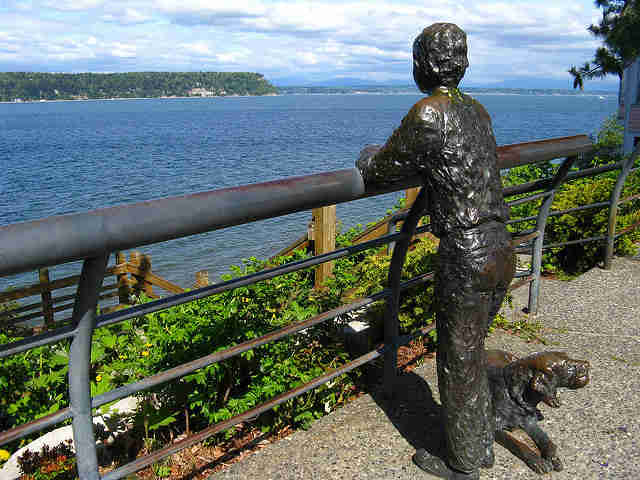 Langley Washington pier statue