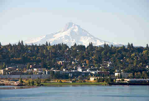 Hood River mountain background