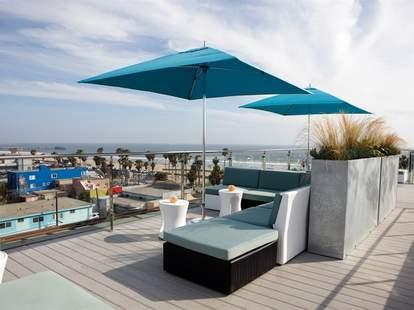high rooftop lounge hotel erwin