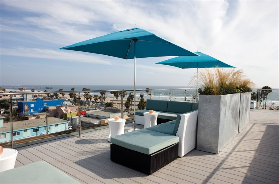 High Rooftop Lounge At Hotel Erwin A Los Angeles Ca Bar