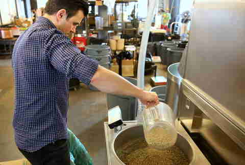 Filling step in coffee roasting process