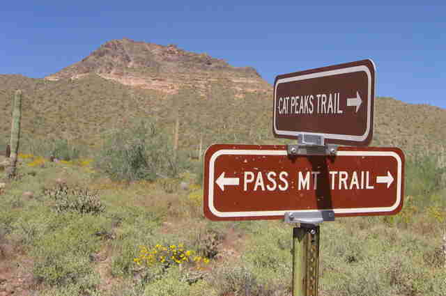 Pass mountain trail sign