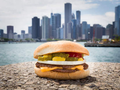 Burger in front of the Chicago skyline