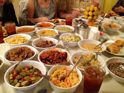 Mrs Wilkes Dining Room A Savannah Ga Restaurant Thrillist