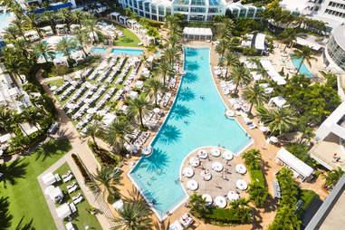The Fontainebleu Miami Beach pool