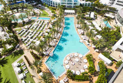 The Fontainebleu Miami Beach pool