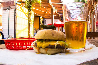 Bar Bar Classic Burger