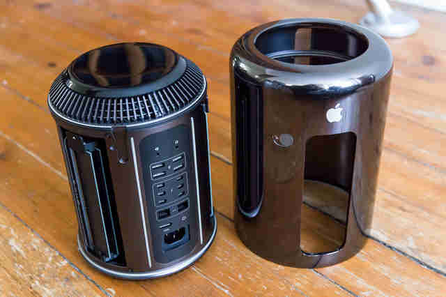 mac pro on desk
