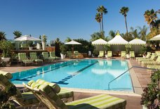 The Pool Bar & Café at the Four Seasons Hotel