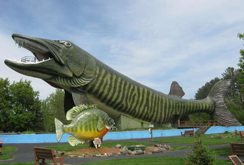 Weird roadside attractions places to visit in wisconsin for Places to go fishing in houston