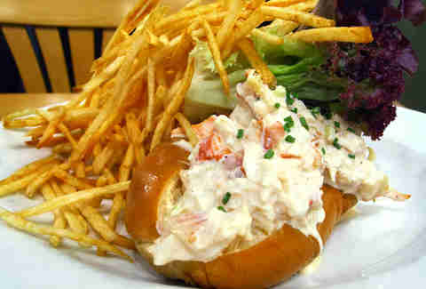 Pearl Oyster Bar lobster roll