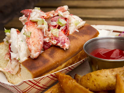 lobster roll greenpoint fish & lobster