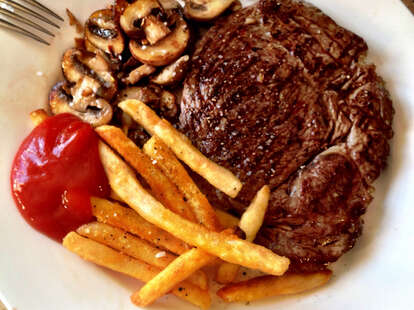 steak, mushroom and fries