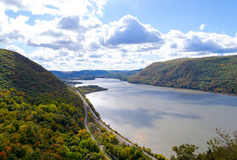Hudson River Breakneck Ridge