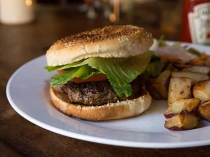ear inn burger