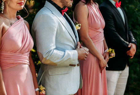 The Art of Being the Perfect Wedding Date
