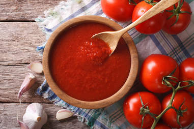 making pizza sauce