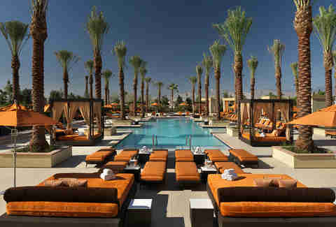 The 18 best tours in las vegas thrillist for Best swimming pools in las vegas hotels
