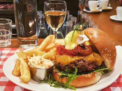 Schwartz's Deli Paris burger