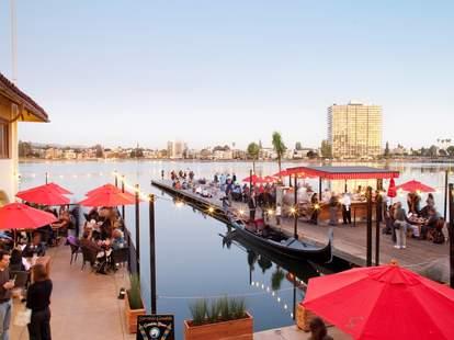 Lake Chalet Seafood Bar & Grill