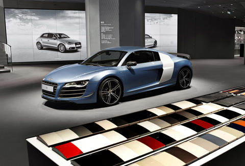 Virtual Reality Car Showrooms How To Buy A Car In A VR World - Audi car showroom