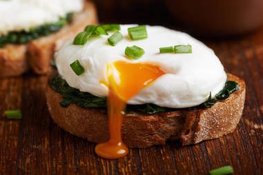 Poached egg oozing