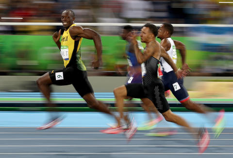 Usain Bolt Smiling During Race Photo