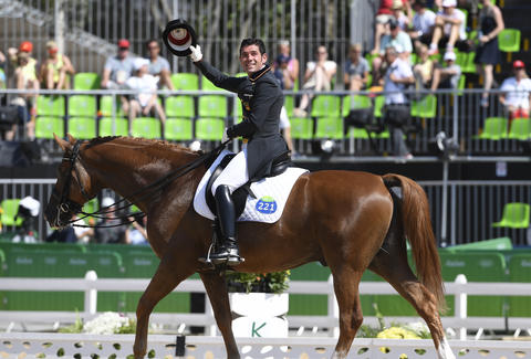 Horse Dances to 'Smooth' Rio 2016 Olympics
