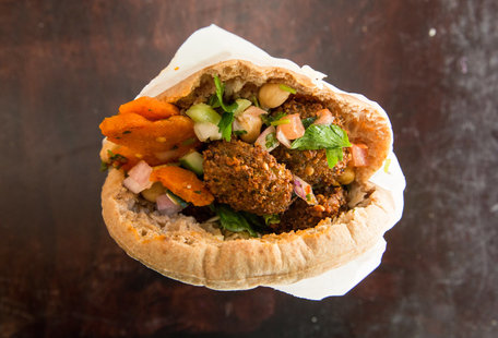 The Best Thing We Ate for Under $10 This Week: Maoz\'s $5.75 Falafel Sandwich