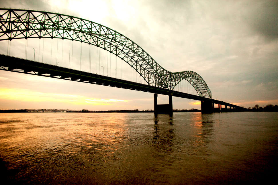 Tennessee bridge mississippi river