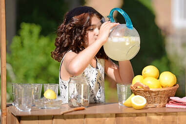 Kid's lemonade stand