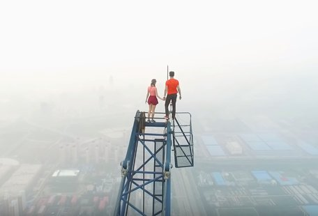 Couple Illegally Climbs World\'s Tallest Construction Site and the Video Might Make You Sick