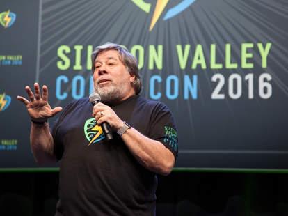 steve wozniak on stage speaking