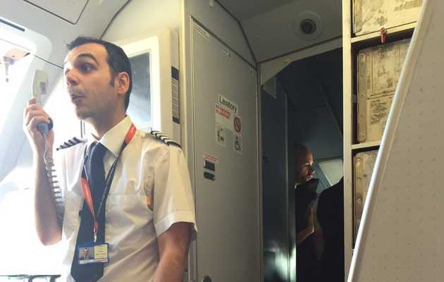 Passenger Live-Tweets Hilarious Cabin Crew Argument on Delayed Flight