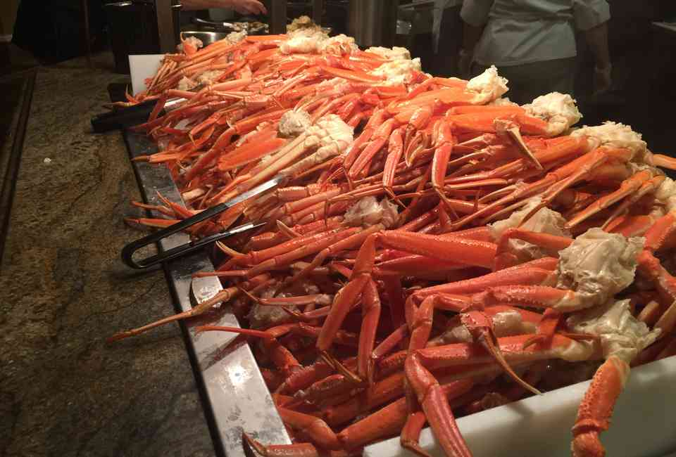 Enjoyable Best Buffets In Las Vegas For Seafood Thrillist Home Interior And Landscaping Pimpapssignezvosmurscom
