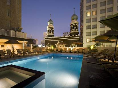 Great cockails and outdoor dining at the Rooftop Bar at the Roosevelt New Orleans