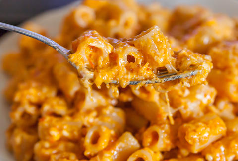 Cheesy mac and cheese