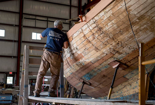 how to become a boat builder