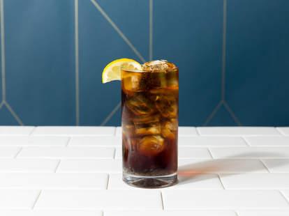 rum and coke with lemon