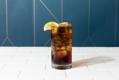 rum and coke with lemon