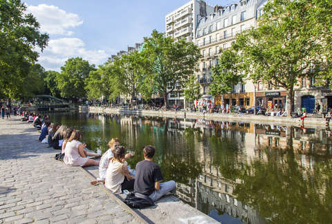 canal saint martin paris from shabby to chic thrillist. Black Bedroom Furniture Sets. Home Design Ideas